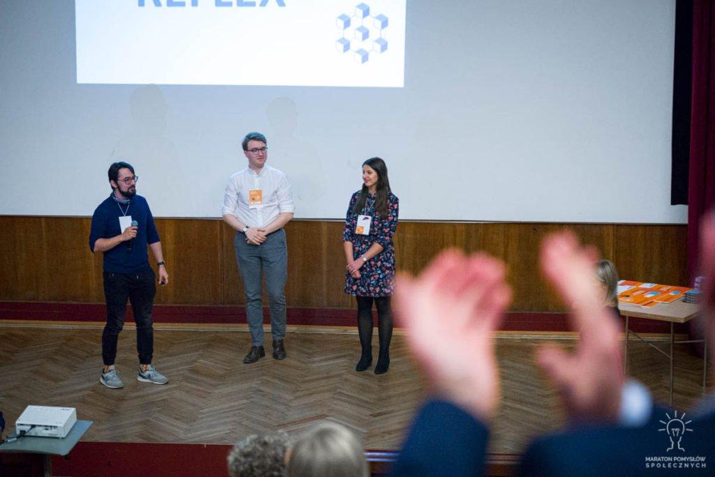 Prezentacja zespołu Reflex podczas gali finałowej Maratonu Pomysłów Społecznych.