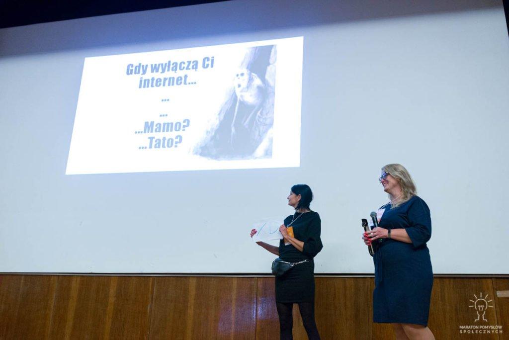 Prezentacja zespołu Kolektywne podczas gali finałowej Maratonu Pomysłów Społecznych.